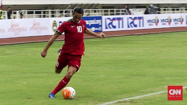 Ezra Walian merupakan satu dari tiga striker Timnas Indonesia U-22. (
