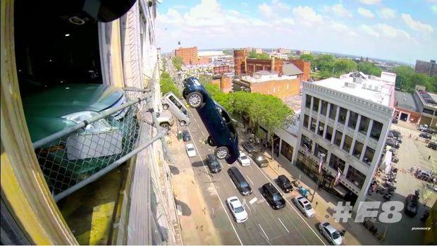 Ratusan Mobil Mewah Hancur di 'The Fate of The Furious'