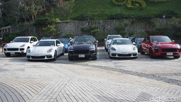 Merasakan 2 Sisi Berbeda Porsche Panamera