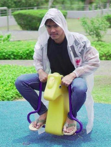 Anak Jokowi Kini Bisnis Jas Hujan Dijual Rp 155 Ribu, Berminat?