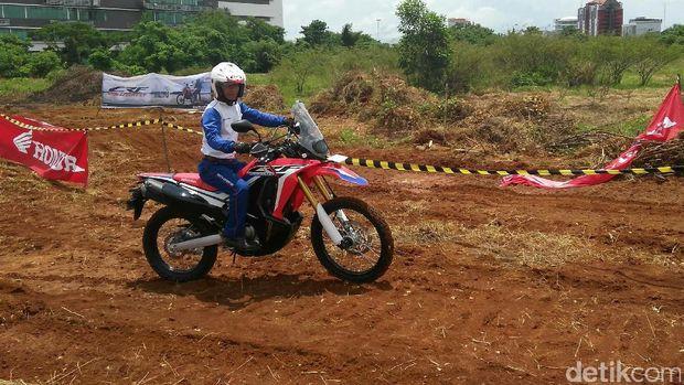 Honda Ajak Komunitas Trail Uji Ketangkasan dengan CRF250Rally
