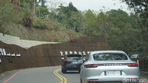 Mulusnya Trek Jalan Pegunungan di Sun Moon Lake Taiwan