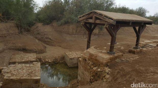 Berlokasi di tepi Sungai Yordania (Hestiana/detikTravel)