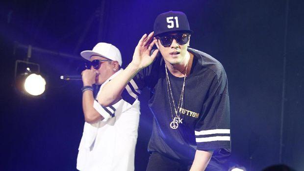 Selain aktif di dunia akting dan model, So Ji Sub juga pernah merilis beberapa lagu bergenre hip hop.