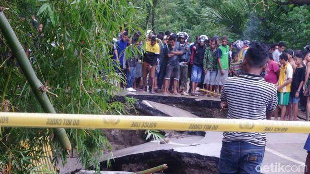 Jembatan dari Kupang arah Timor Leste ambruk.