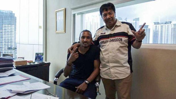 Rohit Chand bersama Direktur Utama Persija, Gede Widiade.