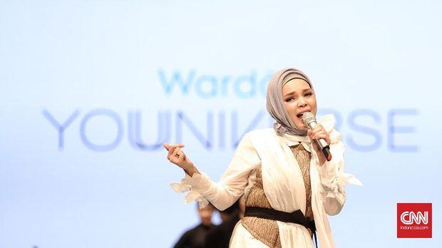 Sandra Dewi yang dianggap berkarakter Islami kerap jadi sasaran pebisnis untuk dijadikan 'model iklan' umroh.