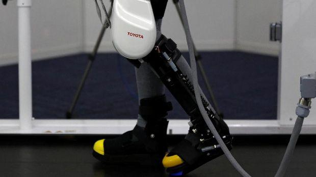 Robot Jepang Akan Mampukan Para Lansia Berjalan Lagi