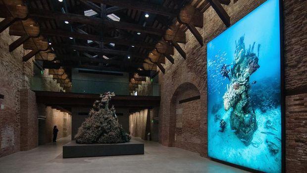 Spektakuler! Patung Bawah Laut Damien Hirst Dijual Rp 66 Miliar