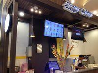 Honey Creme : Enaknya Soft Ice Cream Vanilla Topping Sarang Lebah Gaya Korea