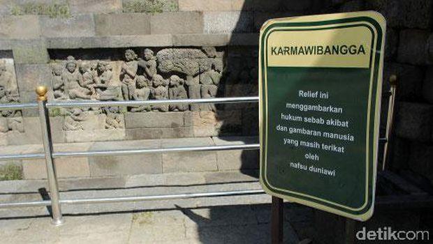 Relief Karmawibhangga di sisi tenggara candi