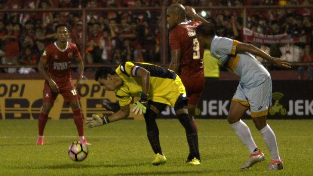 Kerasnya kompetisi Indonesia kembali memakan korban pemain meninggal. Korban keempat adalah Choirul Huda. (