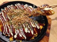 Tokugawa: Lezatnya Okonomiyaki Tebal dengan Isian Seafood dan Daging Sapi