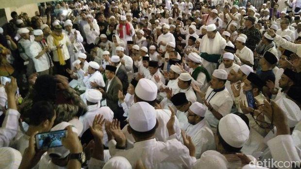 Anies, Prabowo, Rizieq dan Jamaah Sujud Syukur di Istiqlal