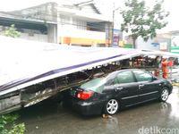 2 Reklame dan 41 Pohon Tumbang Saat Hujan Es di Bandung