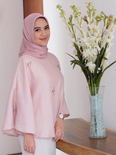 Foto: Gaya Hijab Ala Ina, Dokter Cantik Lulusan UI Populer di Instagram