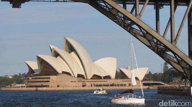 Sydney Opera House dilihat dari kolong jembatan (Fitraya/detikTravel)