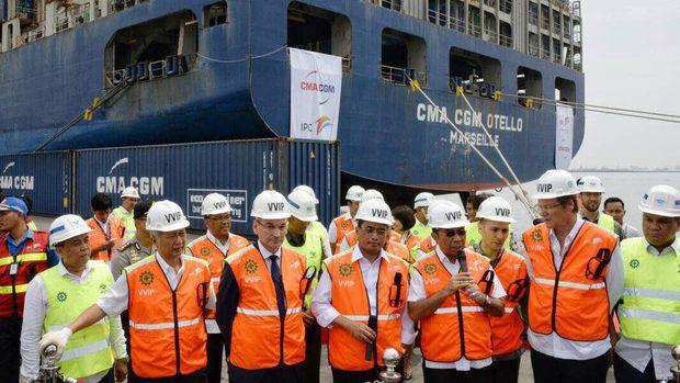 Pengecekan Kapal Raksasa di Tanjung Priok