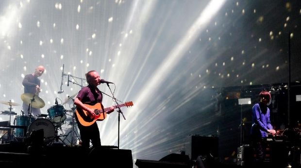 Konser Radiohead di Israel tetap ramai penonton, bahkan ada yang datang dari Palestina.