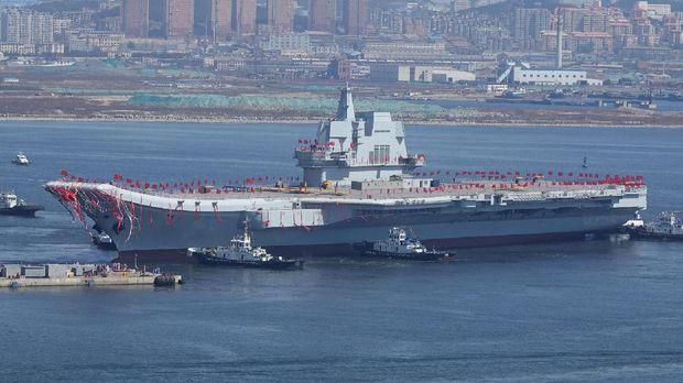 Melongok Kapal Induk Pertama Buatan China
