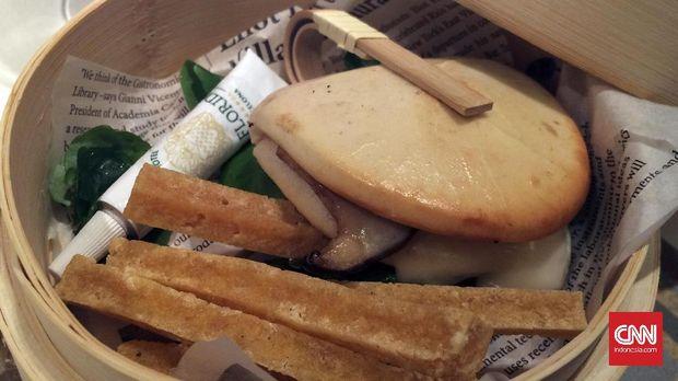 Pao asia dengan shitake dan foe gras
