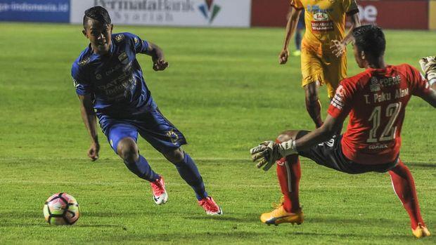 Febri Hariyadi belum bisa memperkuat Persib di laga perdana Piala Presiden karena masih menjalani pemusatan latihan Timnas Indonesia. (