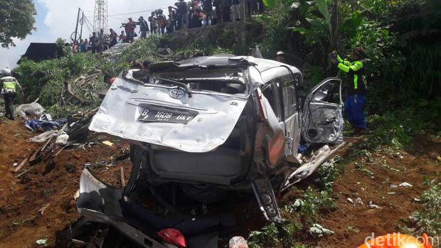 Begini Kondisi Kendaraan yang Terlibat Kecelakaan Maut di Puncak