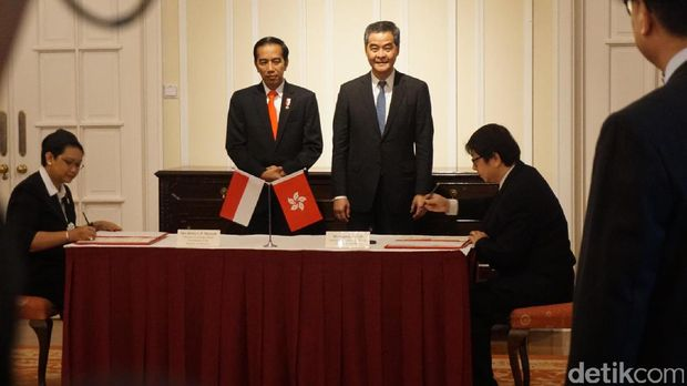 Presiden Jokowi dan Chief Executive Hong Kong Leung Chun-ying saksikan penandatanganan MoU /