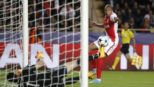 Kylian Mbappe mulai mendapat perhatian ketika membela AS Monaco musim lalu.