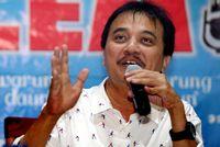 Roy Suryo.