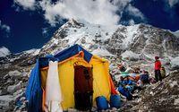 <i>Epic</i>! Pasangan Menikah di Gunung Everest Setelah Trekking 3 Minggu