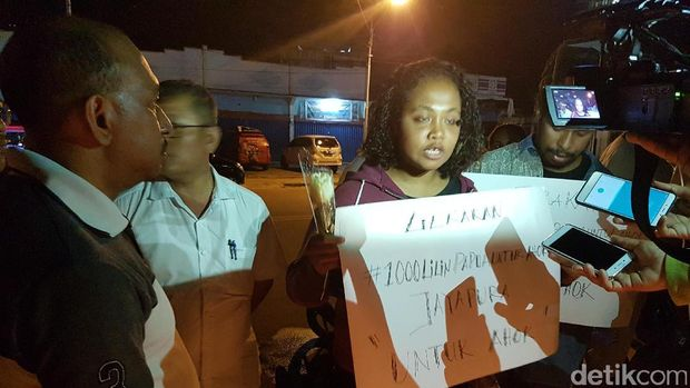 Nyala Lilin dan Suara Warga Papua untuk Ahok