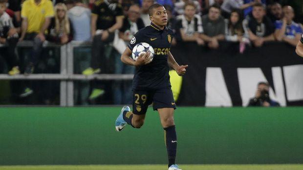 Kylian Mbappe masih muda dan pantas direkrut Real Madrid.