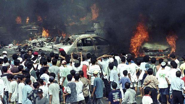 Kerusuhan terjadi di Jakarta pada Mei 1998.