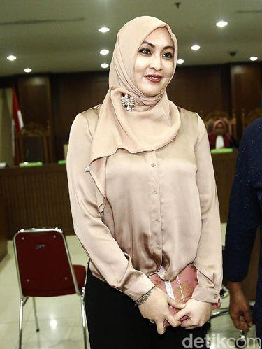 Foto: Cantiknya Angelina Sondakh dengan Hijab Beragam Warna