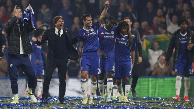 Neville: Chelsea-nya Conte Masih Kalah dari Chelsea-nya Mourinho