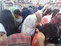 Kondisi di gerbong wanita, Rabu (17/5) pagi.