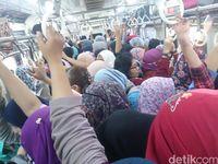 Kondisi di gerbong wanita, Rabu (17/5) pagi. (Reny/detikcom)