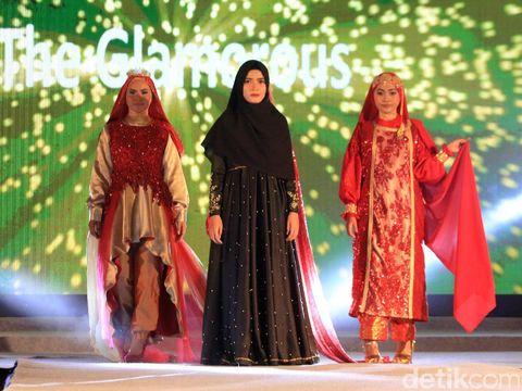 Dewi Sandra Motivasi Remaja Aceh Agar Bangga dengan Fashion  Khas Daerah
