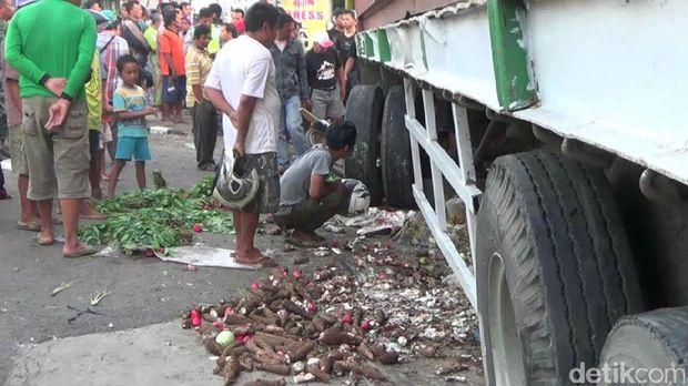 Satu pedagang tewas dan empat lainnya luka-luka.akibat kejadian tersebut.