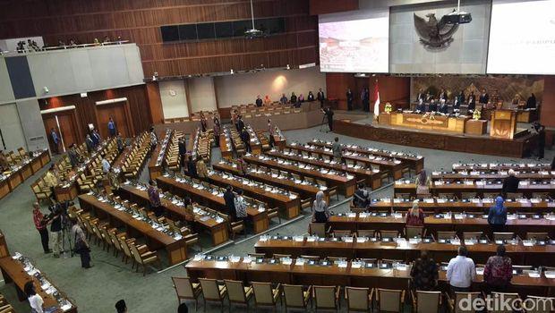 Rapat Paripurna DPR pada Jumat (19/5) /