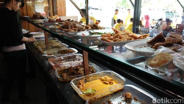 Ada banyak menu di sini selain Es Jokowi (Bonauli/detikTravel)