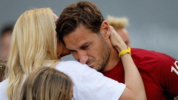 Totti bersama istrinya Ilary Blasi