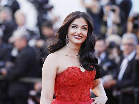 Foto: Momen Cantik Aishwarya Rai Bak Cinderella di Festival Film Cannes