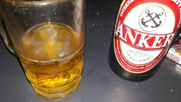 Minuman bir dibandrol dengan harga Rp 60 ribu per botol.