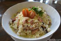 Cheezy rice dengan lelehan keju mozarella gurih