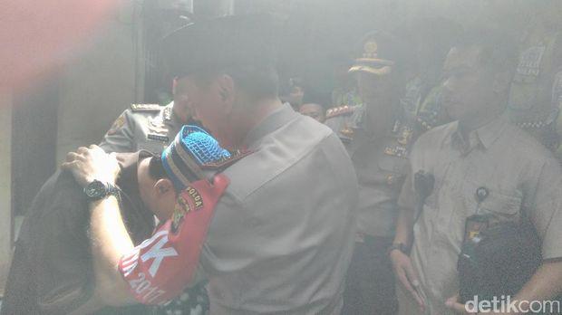 Kapolda Metro Jaya Irjen M Iriawan kunjungi rumah Briptu Gilang di Tebet, Jaksel.