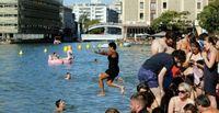 Agustus tahun lalu, ada 1 hari di mana wisatawan bisa berenang di kanal (AFP)