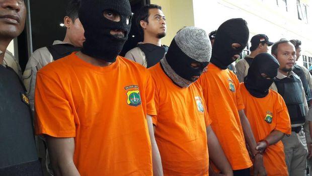 Gagal Rampas Uang Nasabah, Komplotan Gembos Ban Dibekuk Polisi