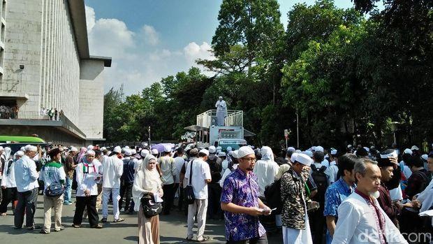 Aksi Bela Ulama 96 di halaman Masjid Istiqlal.